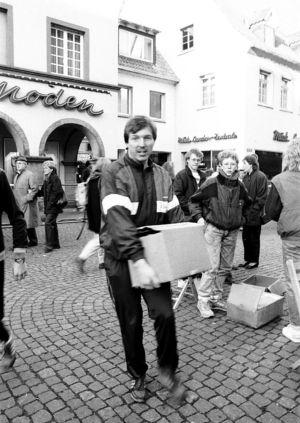 Mann Mit Kiste