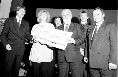 Spendenübergabe Am 9-02-1992